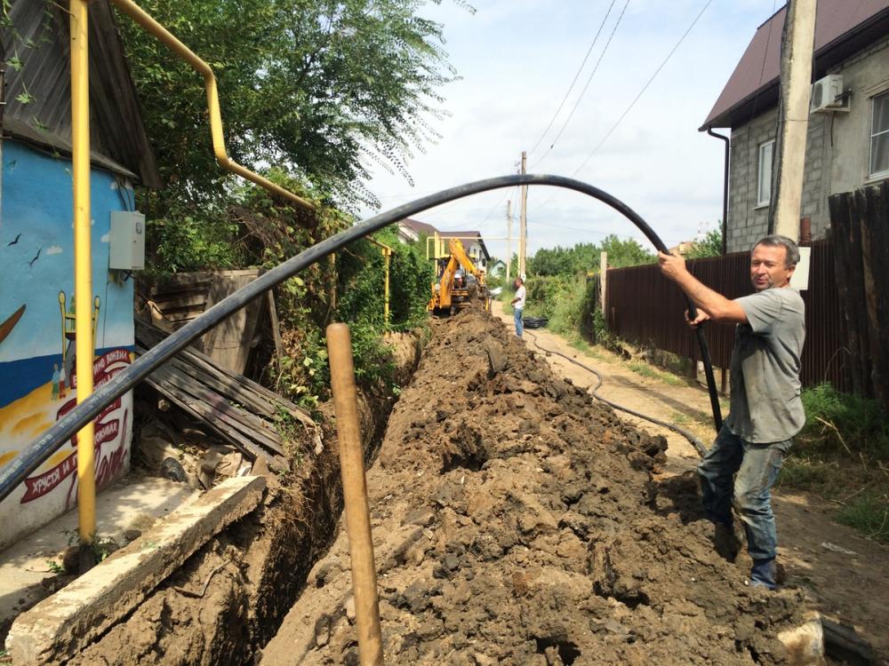 В Астраханской области водопроводная труба превратилась в решето