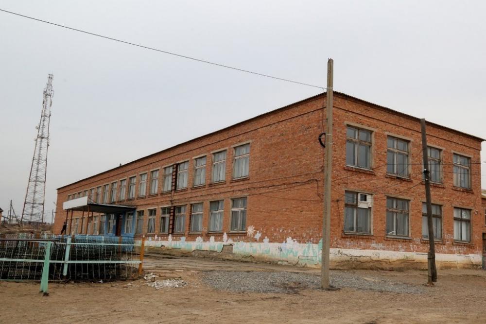 Школу в Астраханской области признали аварийной, но занятия в ней продолжатся