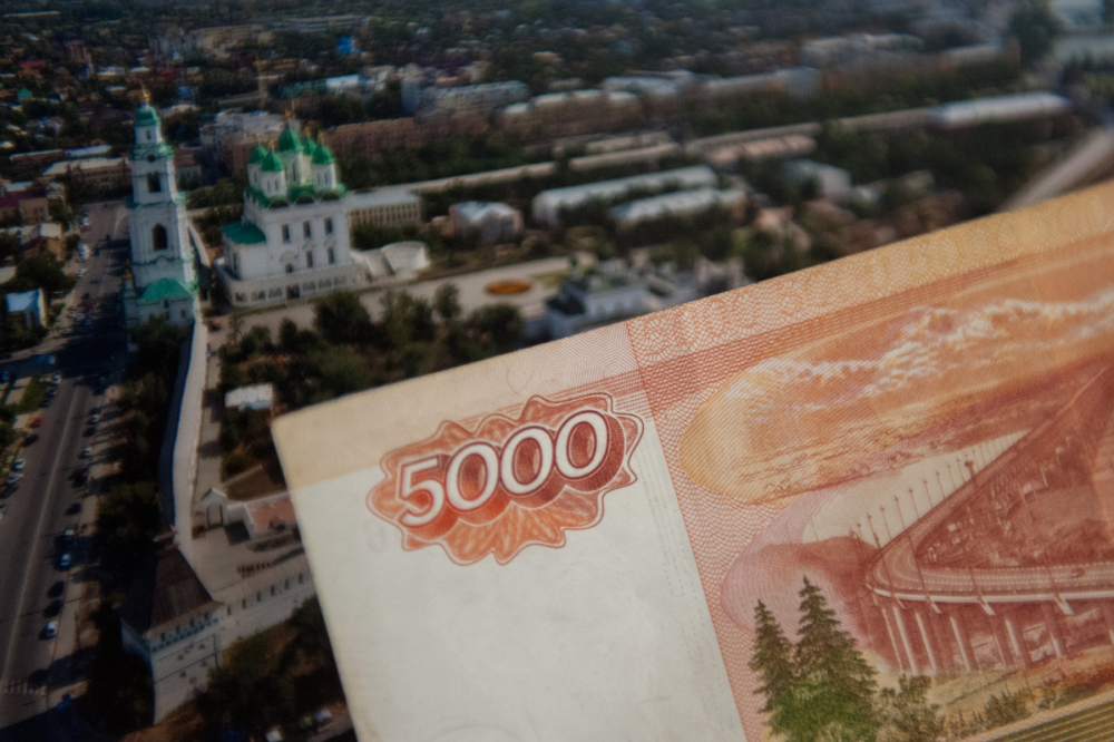 Средняя зарплата в Астраханской области составляет чуть больше 33 тысяч