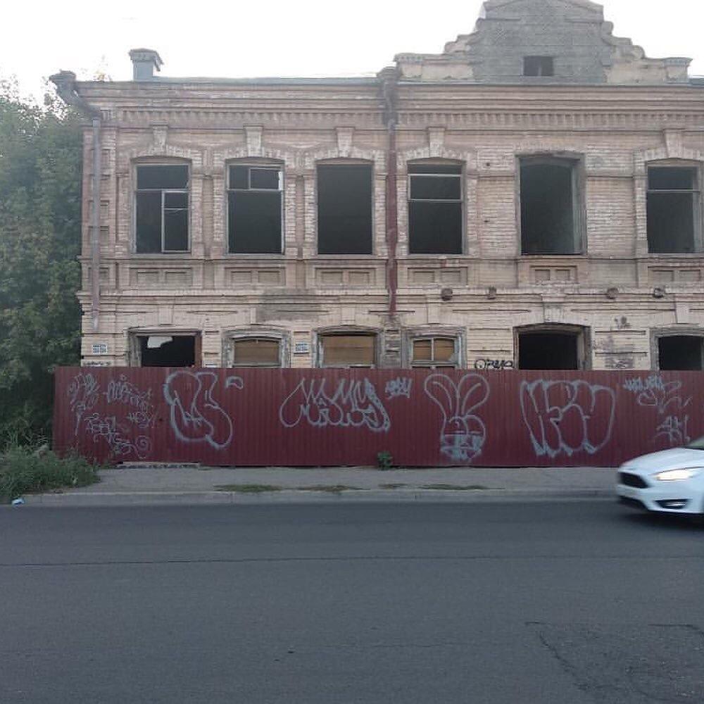 Дом в центре Астрахани стал пристанищем извращенцев