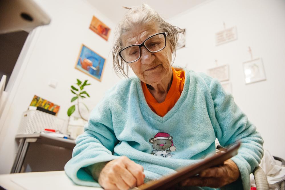 83-летняя бабушка раздает астраханцам советы в инстаграме