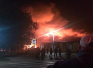 В Астраханской области очень крупный пожар: горит рынок