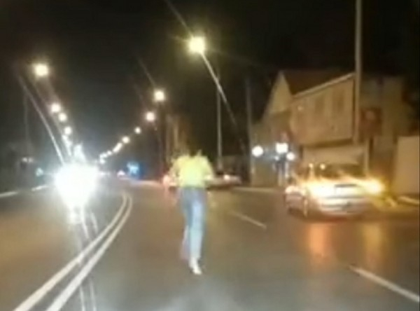 В Астрахани люди бросаются под автомобили