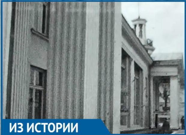 Как выглядел кинотеатр «Октябрь» в середине прошлого века