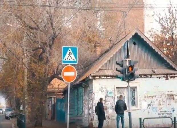 Астраханцы стараются помочь 80-летнему мужчине, живущему в обувной мастерской