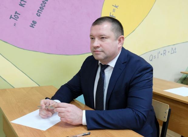 Как астраханские депутаты ЕГЭ по русскому сдавали