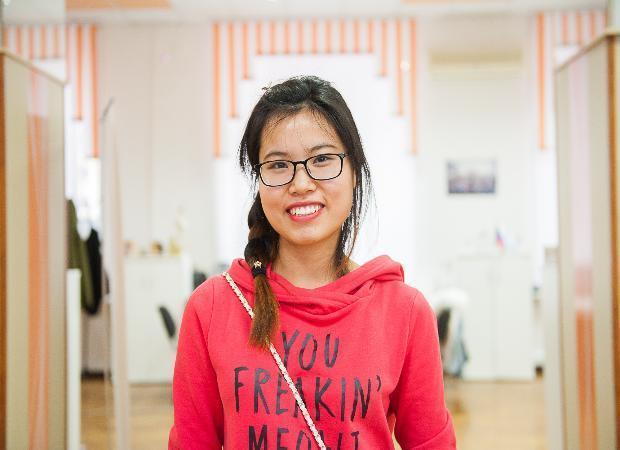 Студентку из Вьетнама удивило, что в Астрахани девушки курят и пьют чай