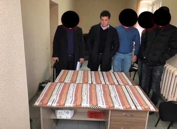 Мэра Камызяка взяли под домашний арест