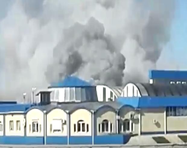 В Астрахани на Больших Исадах горит рынок «Маяк»