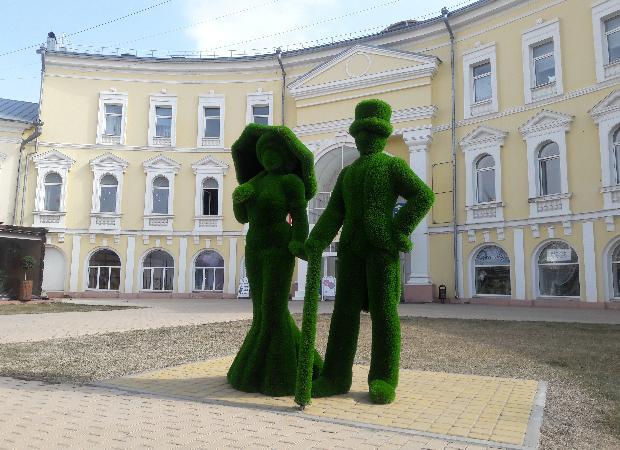 В центре Астрахани установили зеленых человечков