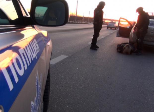 Арест, разбитое стекло и наркотики в бюстгальтере: День Рождения астраханской таксистки