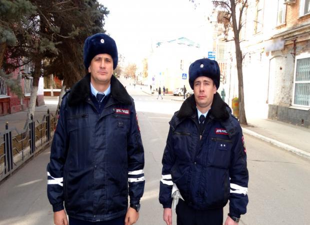 В Астрахани сотрудники полиции спасли жизнь 4-летнему ребенку
