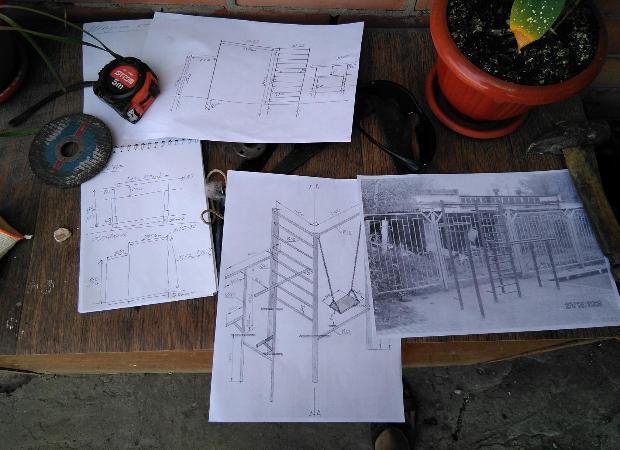 Астраханцы своими силами построили детскую и спортивную площадки у дома