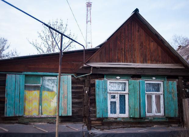 Астраханке придется снести дом из-за грязных окон соседки