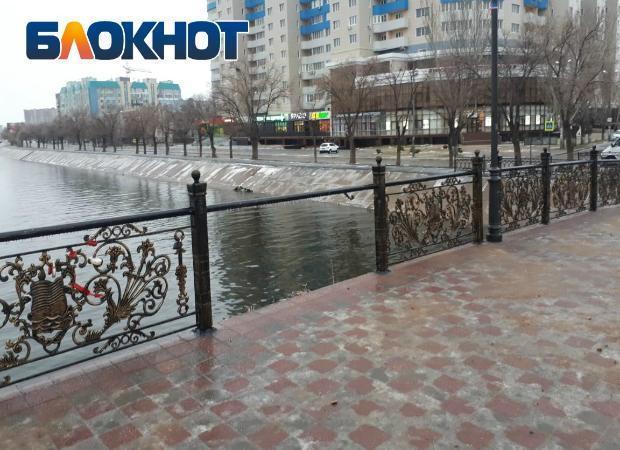 В Астрахани украли ограждение с моста Дружбы