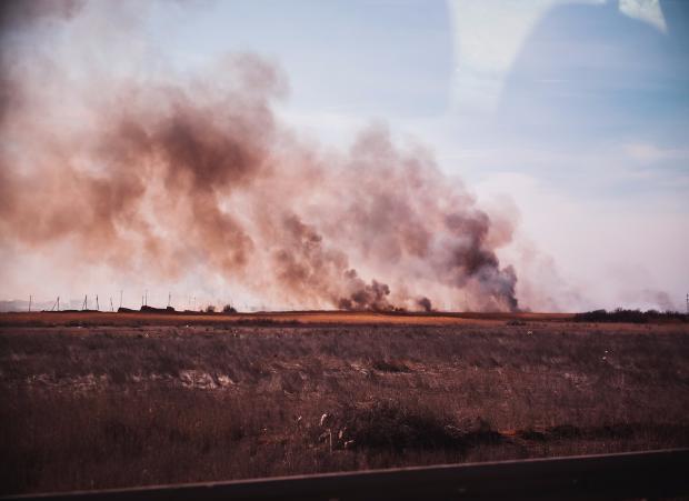 Астраханская область охвачена пожарами: Сергей Морозов лично вызывает спасателей