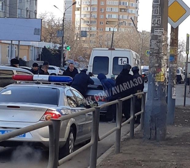 В Астрахани спецназ провел операцию по задержанию наркодилера