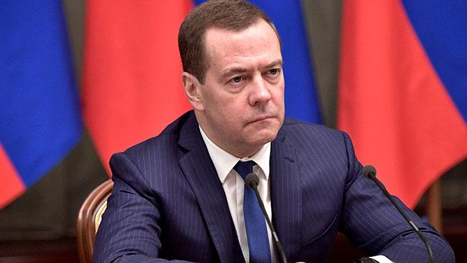 Зачем Дмитрий Медведев летит в Астрахань