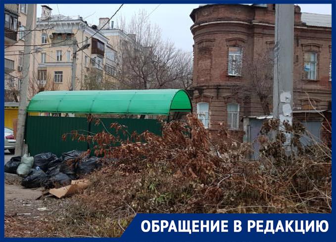 Центральную улицу Астрахани превратили в общественный туалет