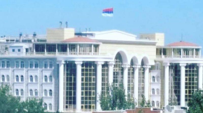 Над зданием областного суда в Астрахани перевернули государственный флаг