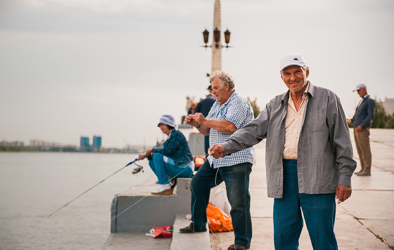 Селедку в Астрахани ловят прямо на главной набережной