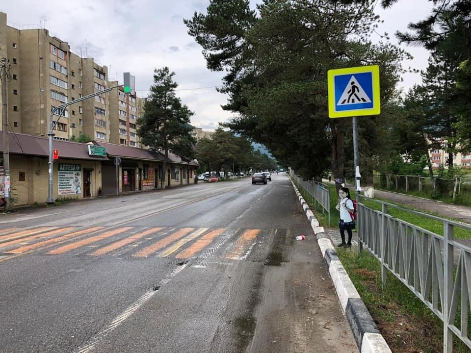 Алену Губанову отговаривают ставить картонных детей на дорогах