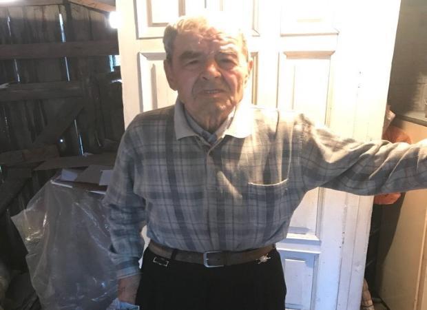 20-летний астраханец взял шефство над 80-летним дедушкой, находящимся на грани выживания